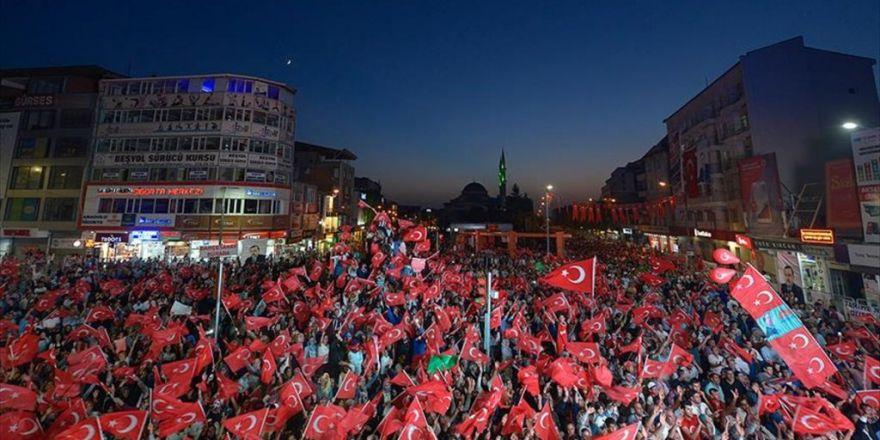 Van'da 150 Bin Türk Bayrağıyla 'Tarihe Not Düşüldü'