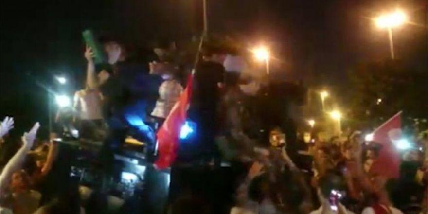 Polis Kur'an-ı Kerim'i Öpünce Vatandaş İkna Oldu