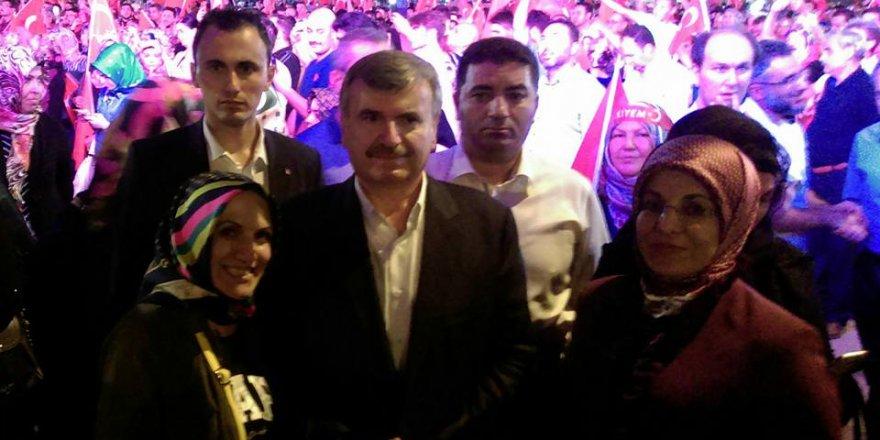 Zarife Dönmez Aydoğmuş Hanım başkanlarla bir arada