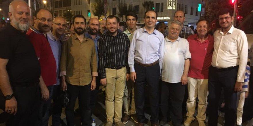 Başkan Altay ve Rektör Şeker partililerle nöbette