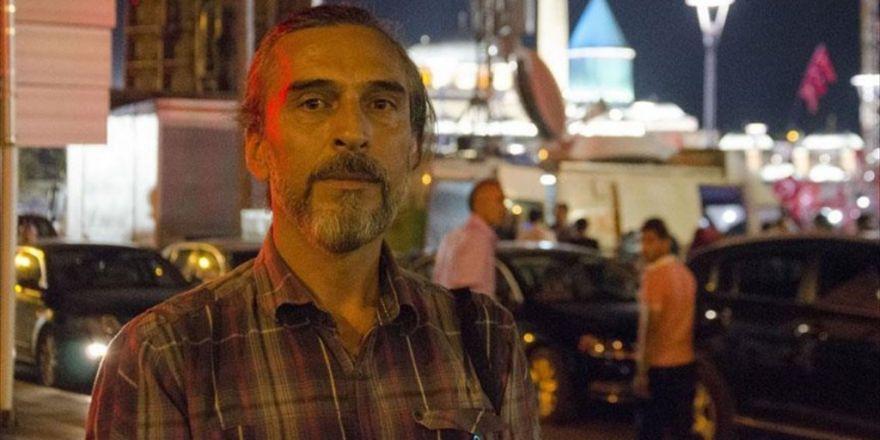 Darbeci Askerler Teslim Olmak İçin Türk Bayrağı Sallamış