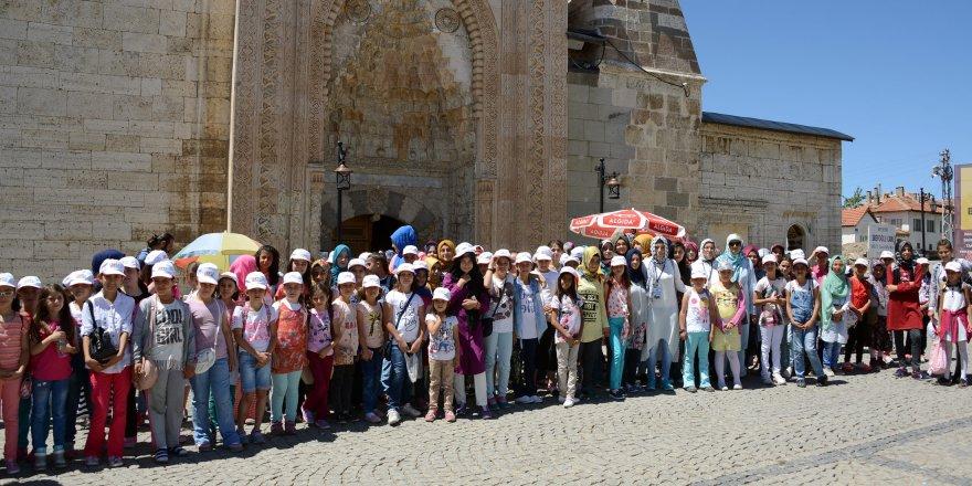 Genç KOMEK Yaz Okulu'nda 25 bin öğrenci yaz tatilini dolu dolu geçiriyor