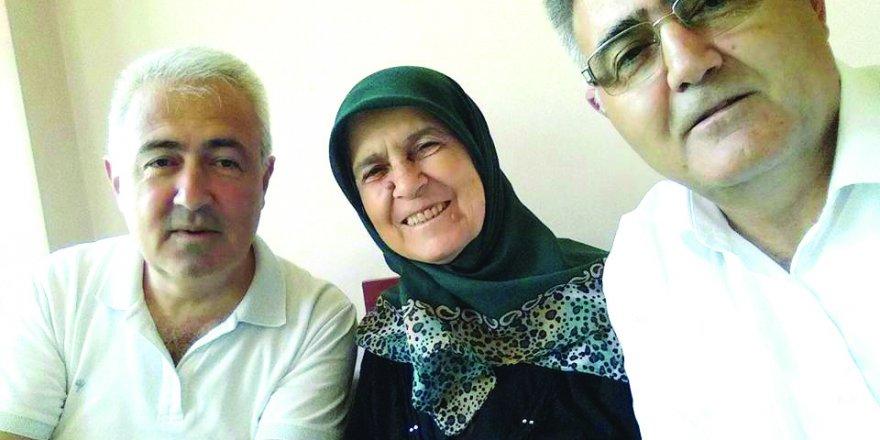 Süleyman ve Mustafa Boğazdere anne duası alırken