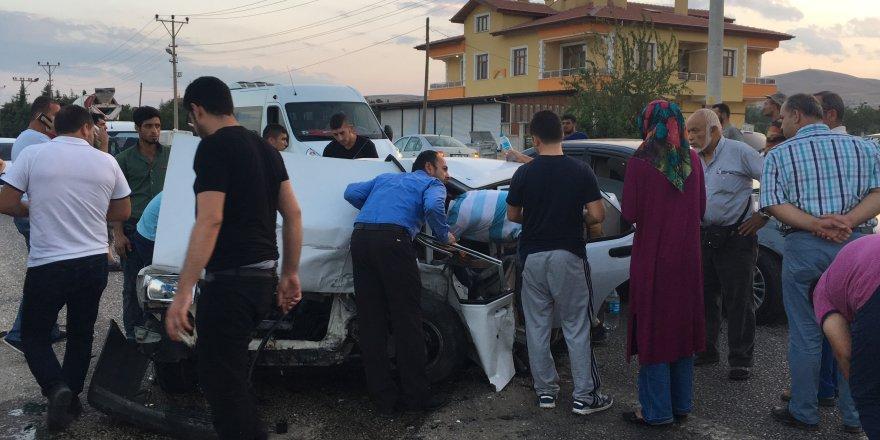 Konya'da meydana gelen zincirleme trafik kazasında 3 kişi yaralandı.