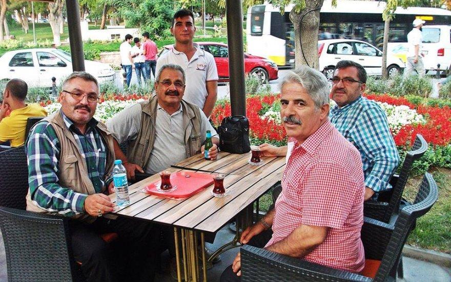 Fotoğraf gönüllüleri Camlı Köşk'te bir arada