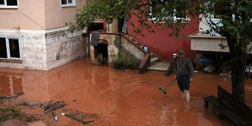 Bartın'da Selden Etkilenen Vatandaşlar Yaralarını Sarmaya Çalışıyor