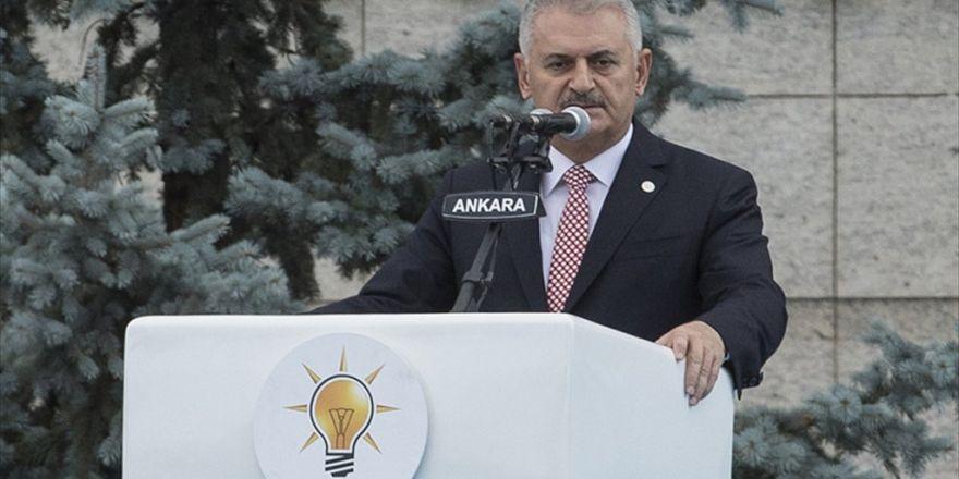 'Ak Parti Milletle Birlikte Meydanı Vatan Hainlerine Bırakmadı'