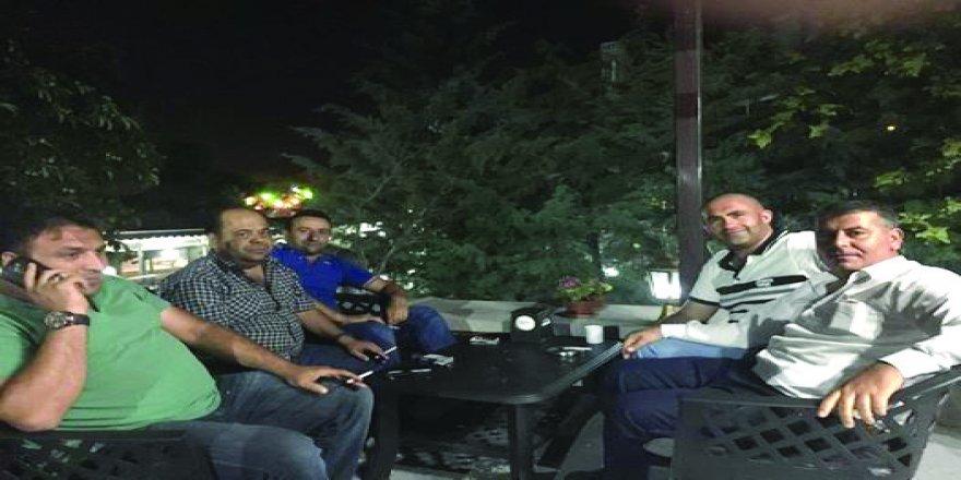 Hacı Çakmak Bey dostlarıyla Meram'da