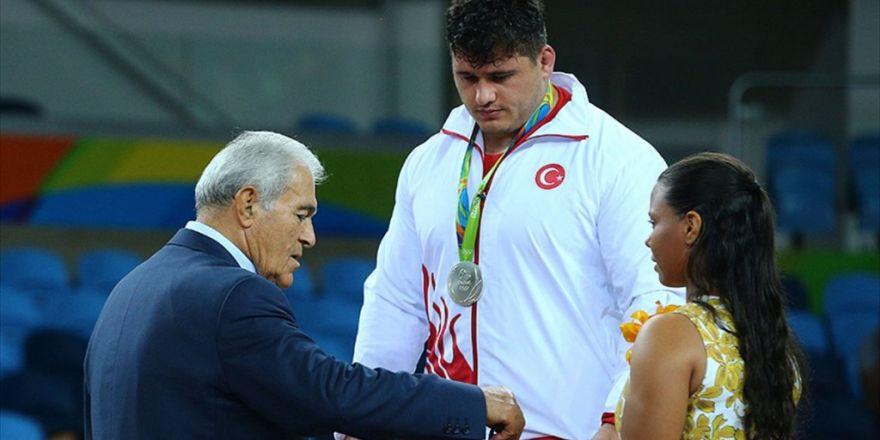 Türkiye'nin İkinci Gümüş Madalyası Rıza Kayaalp'ten