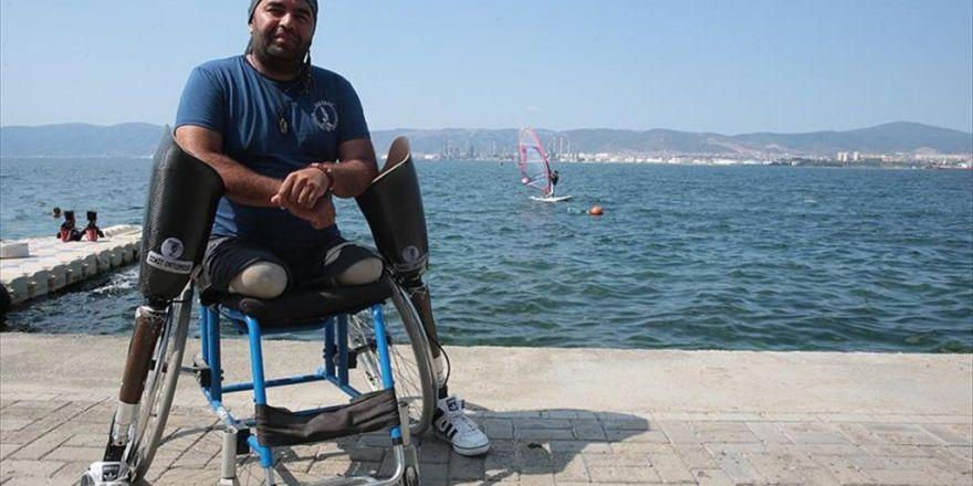 Depremde Ayaklarını Kaybetti, Kendini Topluma Adadı