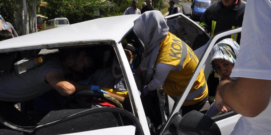 Otomobil park halindeki araca çarptı: 6 Yaralı