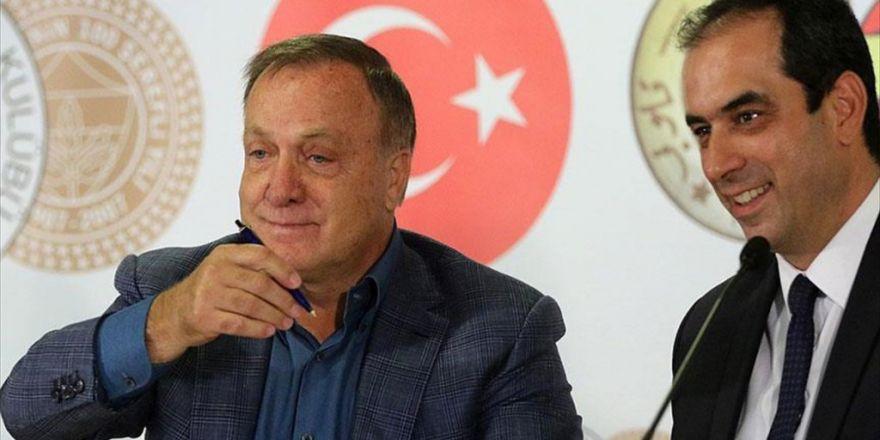 Fenerbahçe'de Advocaat İmzayı Attı