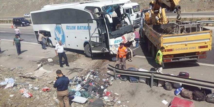 Gaziantep'te Yolcu Otobüsü Devrildi