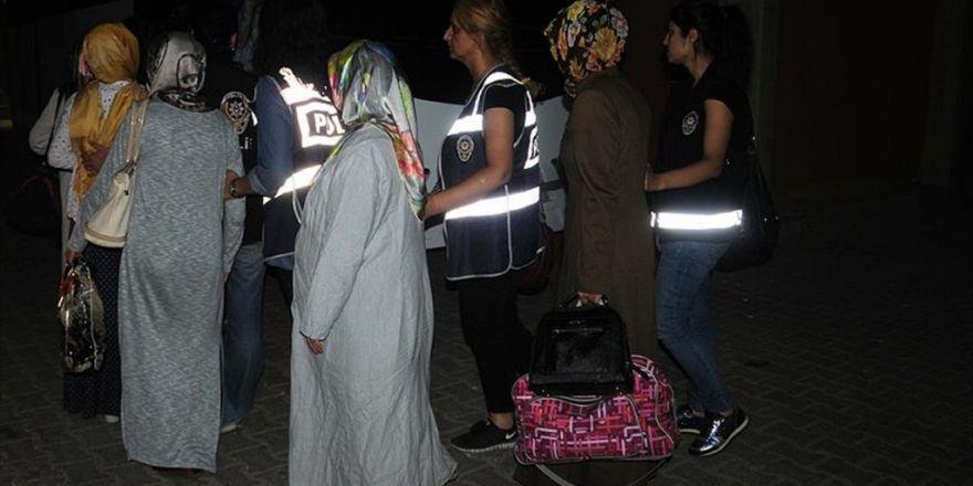 Fetö'nün 'Ablaları İle Abileri' Tutuklandı