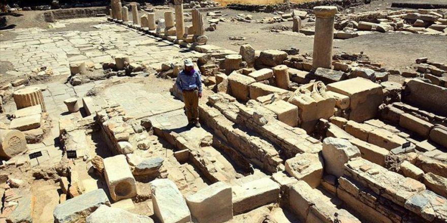Gladyatörler Kentinde Bin 500 Yıllık Kilise Tabanı Bulundu