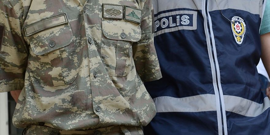 İstanbul'da 20 Rütbeli Asker Daha Tutuklandı