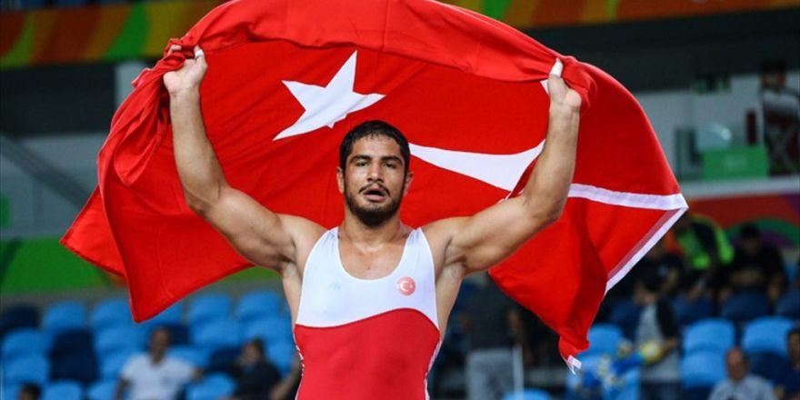 Milli Güreşçi Taha Akgül Rio'da Altın Madalya Kazandı