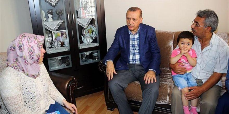Cumhurbaşkanı Erdoğan'dan Şehit Düşen Hüseyin Kısa'nın Ailesine Ziyaret
