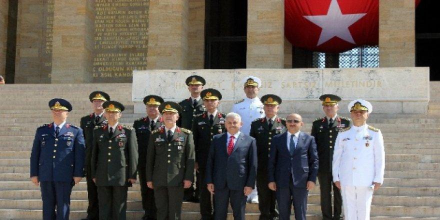 Başbakan ve YAŞ üyeleri Anıtkabir'de