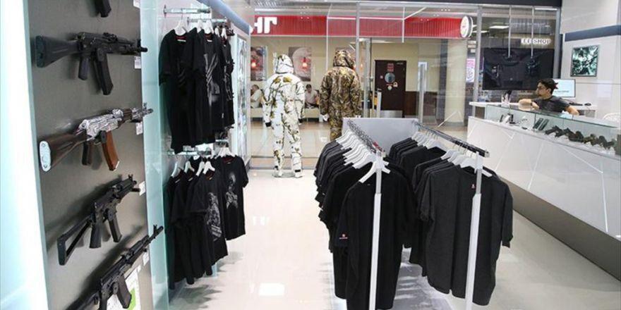 Kalaşnikof, Havalimanında 'Mağaza' Açtı