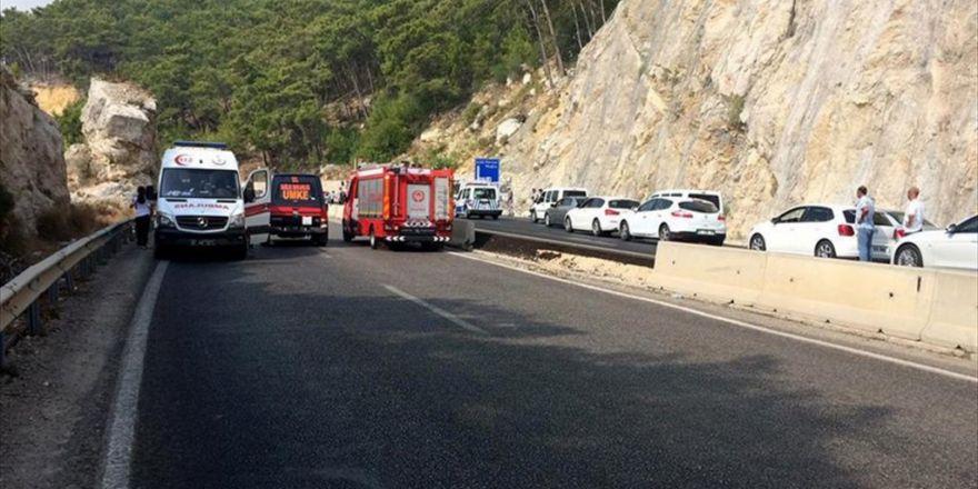 Antalya'da Askeri Aracın Geçişi Sırasında Patlama