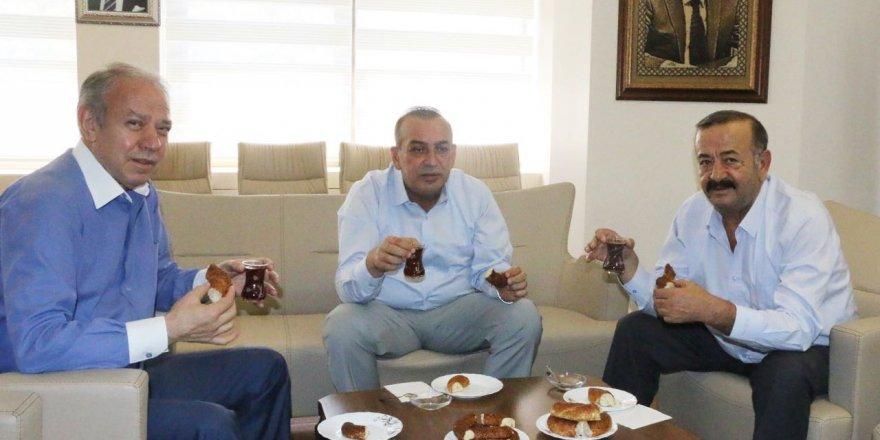 Başkanların çay ve simit keyfi