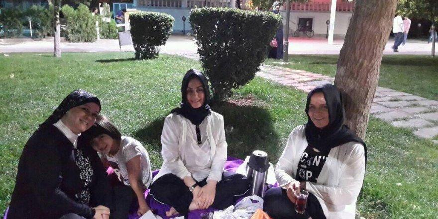 Hanımlar Nenehatun'da akşam sefasındalar