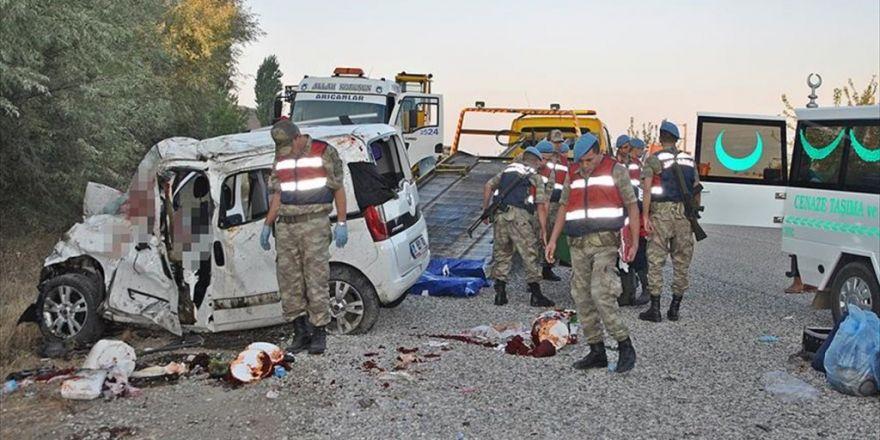 Adıyaman'da Otobüs İle Ticari Araç Çarpıştı: 7 Ölü