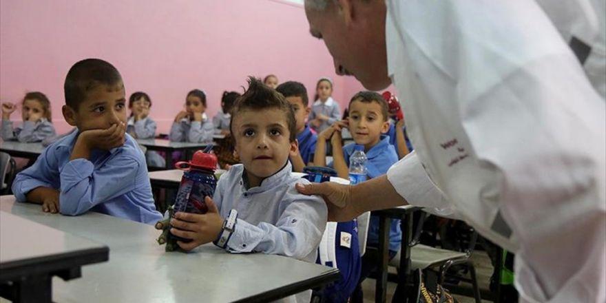İsrail Saldırısında Ailesini Kaybeden 'Minik Devabişe' Okula Buruk Başladı