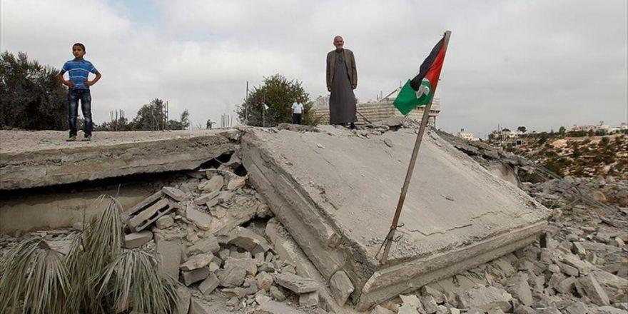 İsrail Batı Şeria'da Bir Evi Yıktı