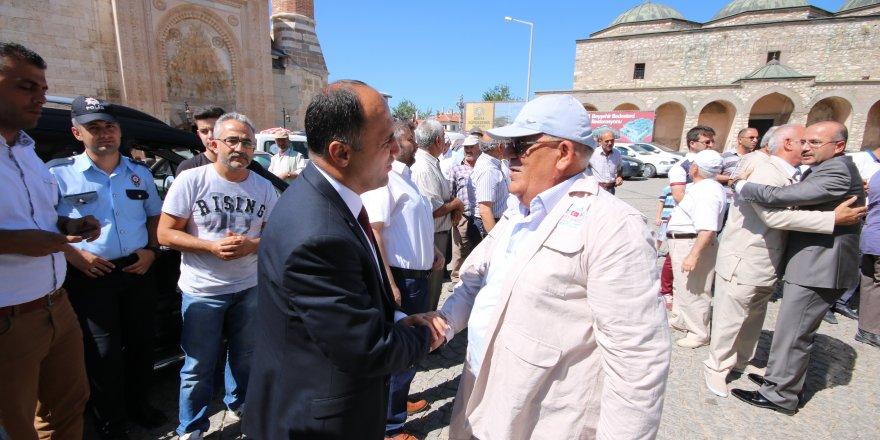 Beyşehir'de hacı adayları dualarla kutsal topraklara uğurlandı