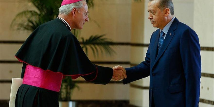 Cumhurbaşkanı Vatikan'ın Ankara Büyükelçisi Russell'ı Kabul Etti