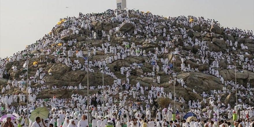 870 Bin Hacı Adayı Kutsal Topraklarda