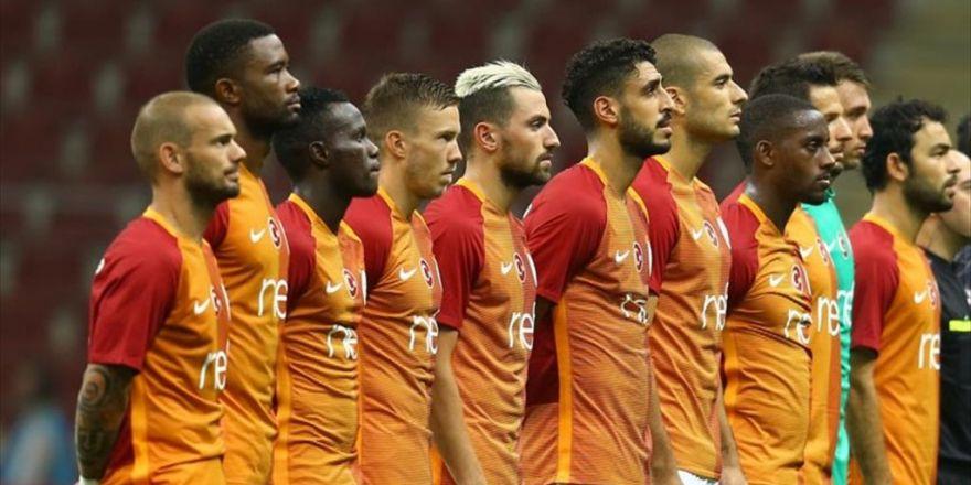 Galatasaray'da 16 Oyuncu Giderken 8 İsim Takıma Katıldı