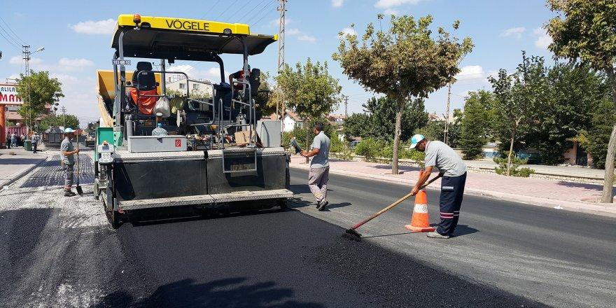 Büyükşehir Karaman Caddesinde asfalt yeniliyor