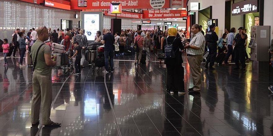 Viyana Havalimanı'nda 49 Yolcuya 'Schengen' Eziyeti