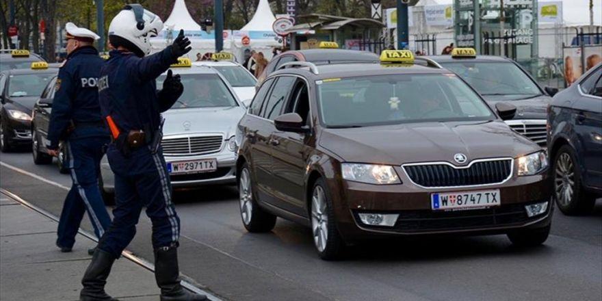 Avusturya'da Pkk'ya Tepki Gösteren Taksiciye Ceza