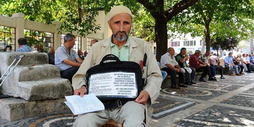 Kapı Kapı Dolaşıp 20 Yıldır Kur'an Öğretiyor