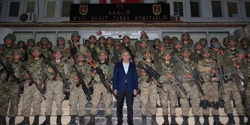 Başbakan Yıldırım Çukurca'da Askeri Birlikleri Ziyaret Etti