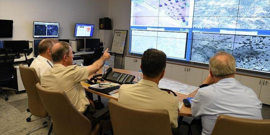 Komutanlar Operasyonları Harekat Merkezinden Takip Ediyor