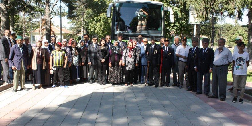 Ereğli Belediyesi şehit ailelerini Ömer Halisdemir'in mezarına götürdü