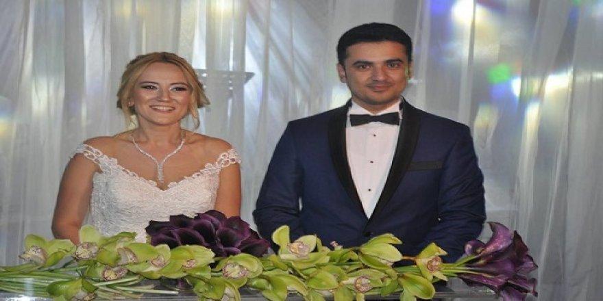 Hülya Köprülü ile Sait Öztürk  törenle dünya evine girdi