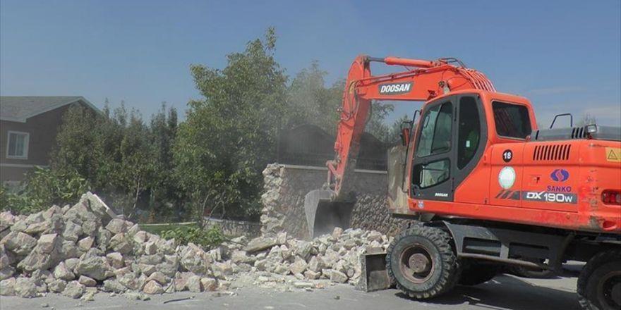 Fetö Elebaşı İçin Yapılan Lüks Malikanenin Duvarı Yıkıldı