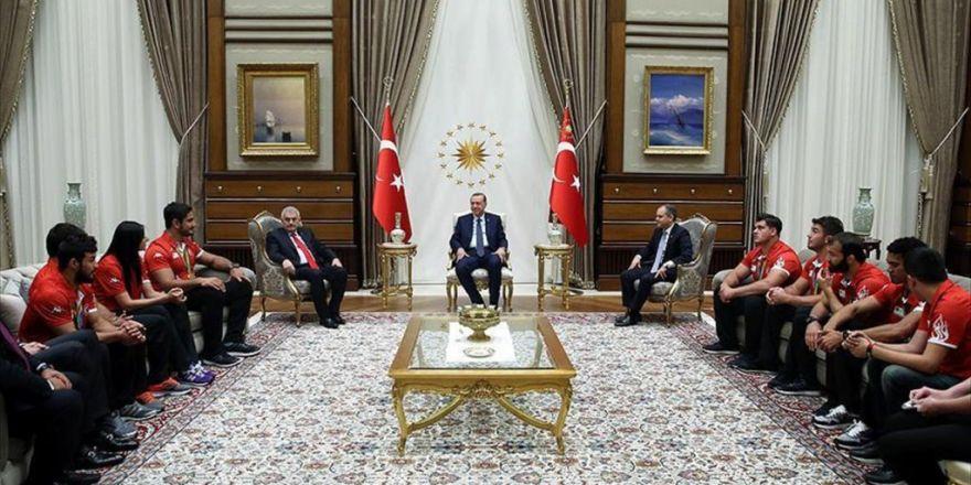 Cumhurbaşkanı Erdoğan Olimpiyatlarda Madalya Alan Sporcuları Kabul Etti