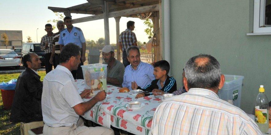 Akşehir Belediyesi'nden hayvan pazarında ücretsiz çorba ve çay ikramı