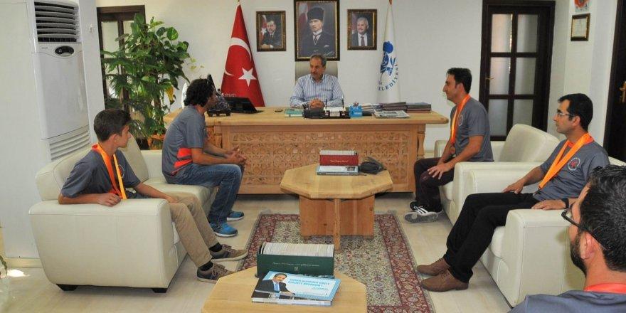 Başarılı okçulardan Başkan Akkaya'ya ziyaret