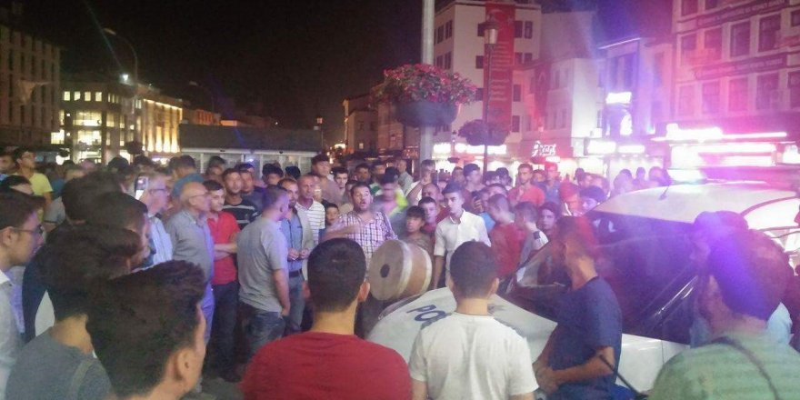 Elektrik kesintisi  vatandaşları Valilik önünde topladı