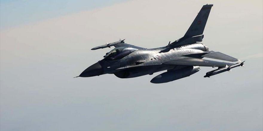 Türk Hava Kuvvetlerince Suriye'de Daeş'e Ait 4 Sabit Hedef İmha Edildi