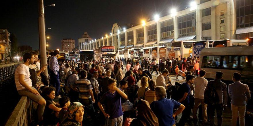 Büyük İstanbul Otogarı'nda Bayram Yoğunluğu