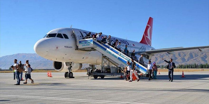 Yüksekova'da Uçak Seferlerinin Başlaması Sevinç Yarattı